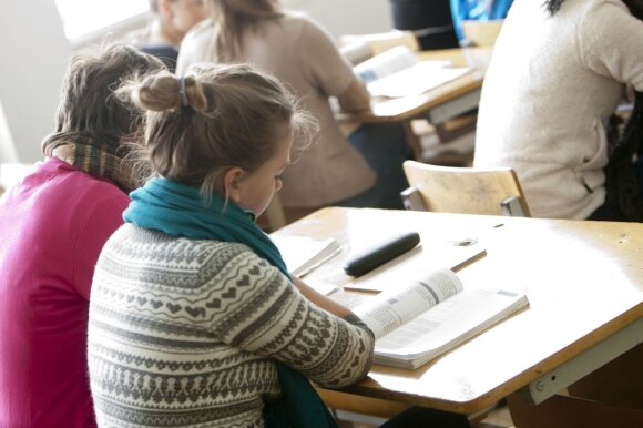 Nauja atlyginimų sistema keičia mokytojų gyvenimą: tyliai susitaikyti neketina