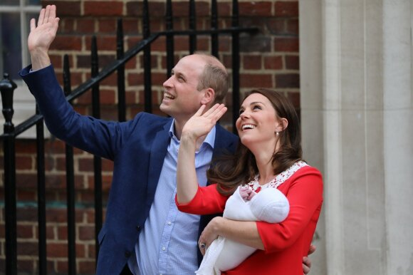 Karališkoji šeima parodė pasauliui naujagimį