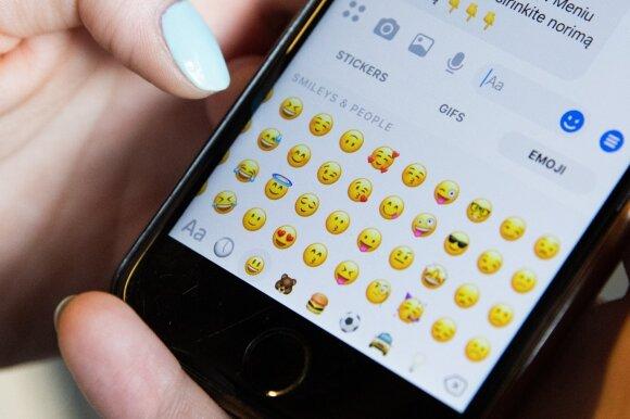 """Kodėl geriau nesiųsti persikų ir baklažanų verslo partneriams ar tėvams: tikrosios """"emoji"""" reikšmės"""