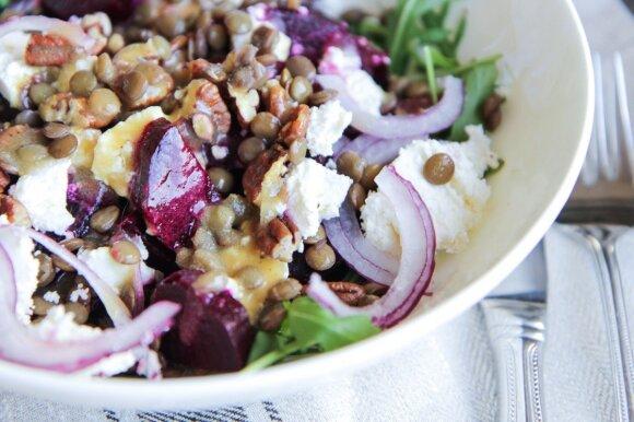 Skanu ir sveika: burokėlių ir lęšių salotos su feta