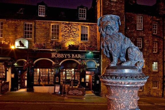 """Skulptūra """"Greyfriars Bobby"""" pačiam ištikimiausiam Edinburgo šuniui"""
