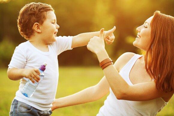 Šias klaidas daro viso pasaulio tėvai, auginantys vaikus