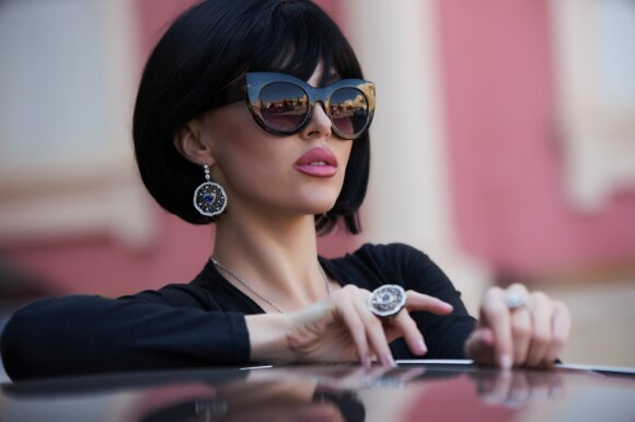 Asociatyvinė nuotr.: turtinga moteris