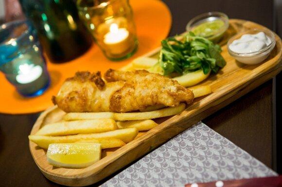 """Tradicinis britų patiekalas """"fish and chips"""""""