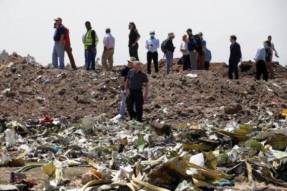 """Etiopijoje sudužusio lėktuvo """"Boeing 737 MAX 8"""" nuolaužos"""