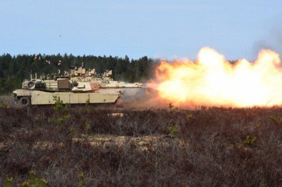 """Pirmąkart Lietuvoje nugriaudėjo JAV tankų """"Abrams"""" pabūklai"""
