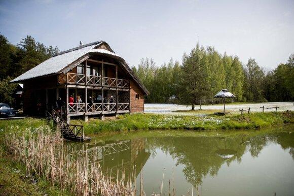 Vieta Lietuvoje, kurioje kvepia medumi, o lietus – retas svečias: įprastai apgula turistai, dabar – tuščia