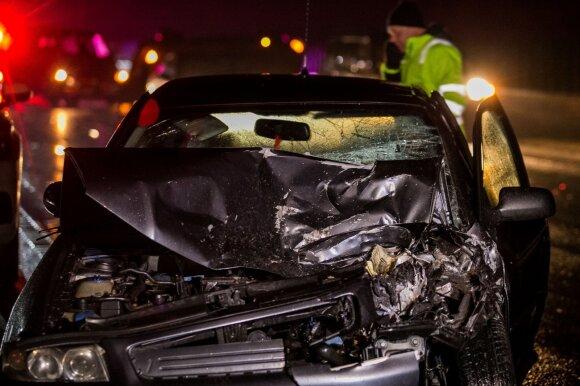 """Lietuviai nustojo daužyti automobilius: svarstoma, ar tą galėjo lemti policijos """"trikojai"""""""