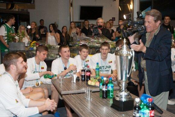 Vidas Mačiulis ir Lietuvos jaunieji krepšininkai