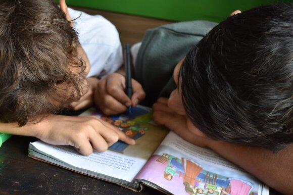Karantinas kirto skurdžiausiai gyvenantiems: socialiai remtinų šeimų vaikai liko be šilto maisto