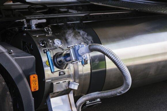 Suskystintomis gamtinėmis dujomis (LNG) varomas vilkikas Iveco Stralis NP 460