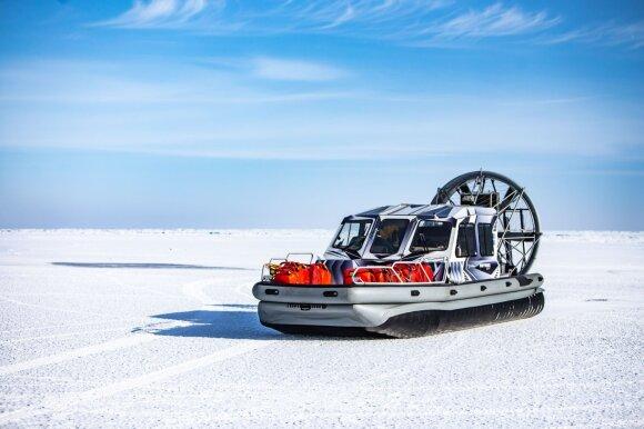 Baikalo iššūkio dalyviai savo ekspediciją baigė lenktynėse ant ledo
