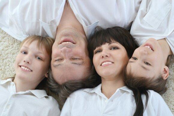 """Grupė """"Biplan"""" gros, kad sergančiųjų išsėtine skleroze vaikai galėtų stovyklauti"""