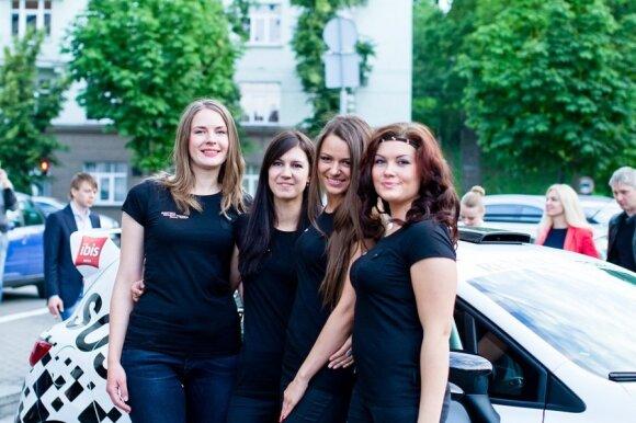 Susipažink su merginų komanda, dalyvausiančia 1000 km lenktynėse!