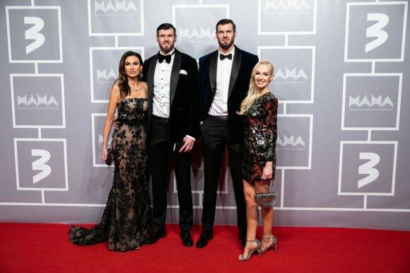 Darjušas ir Kšyštofas Lavrinovičiai su žmonomis Tatjana ir Edita