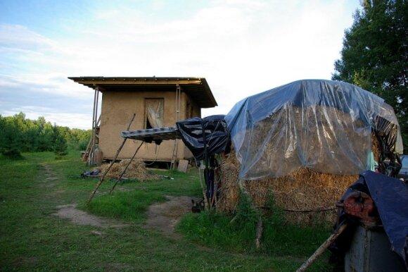 V. Žaltausko su žmona pasistatytas namelis/ Kūrimosi pradžia