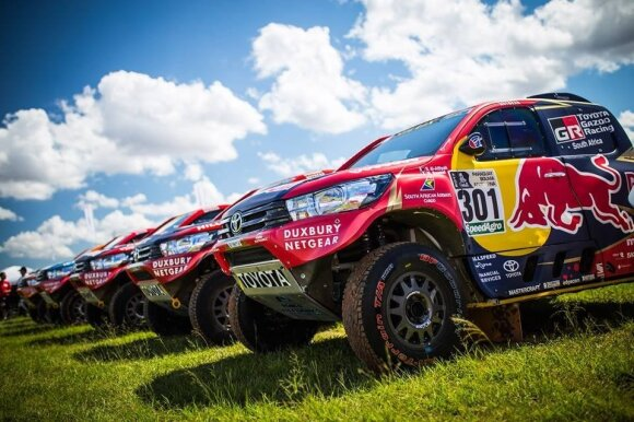 """""""Toyota Hilux"""" kariauna Dakare"""