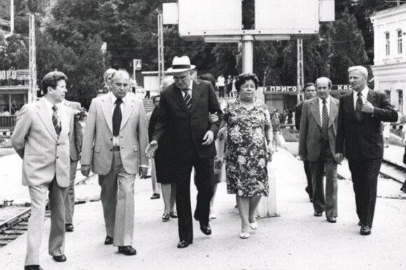 SSRS generalinių sekretorių žmonų gyvenimas mirus vyrams: vieną kankino paniška baimė, kitai teko dirbti durininke