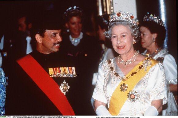Brunėjaus sultonas Hassanalas Bolkiahas, karalienė Elžbieta II