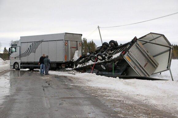 Apvirtęs sunkvežimis Švedijoje