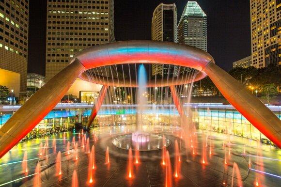 "Gerovės fontanas prekybos centre ""Suntec City"" Singapūre"