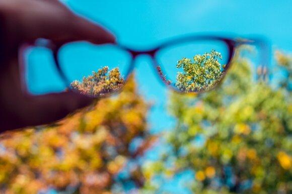 Akių gydytojas paaiškino, kokiu atveju kontaktinių lęšių griežtai vengti