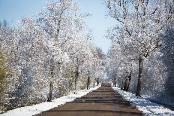 Sniegas vairuotojus užklupo ir per šv. Velykas