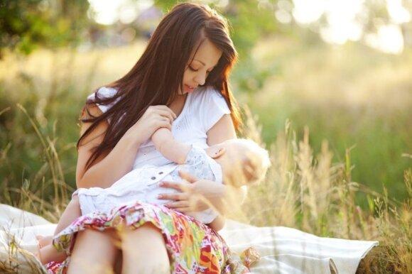 Atviras klausimas: kodėl krūtis galima rodyti visaip, tik ne žindant vaikus?