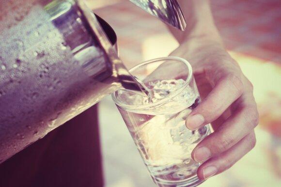 Kiek gerti vandens: Kauno klinikų gydytojas pabrėžė tiksliausią indikatorių