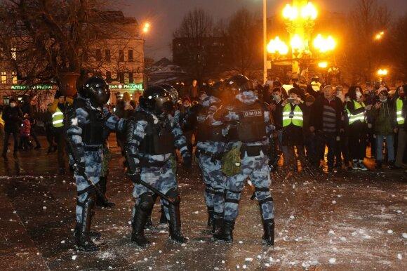 Rusijos policijai malšinant protestus dėl Navalno, sulaikyti beveik 5 tūkst. žmonių