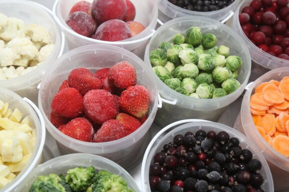 Šaldyti vaisiai ir uogos