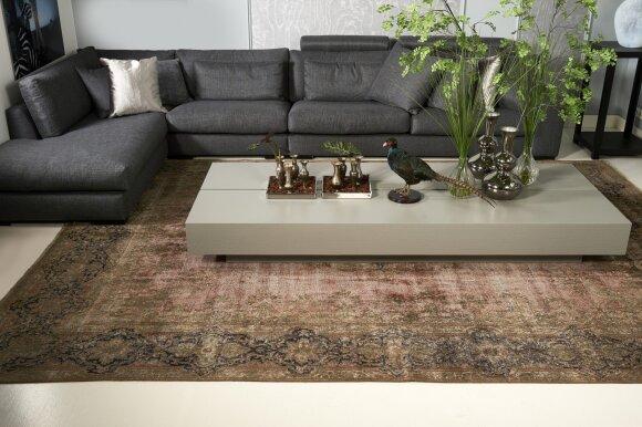 Autentiškų rištinių kilimų kolekcija
