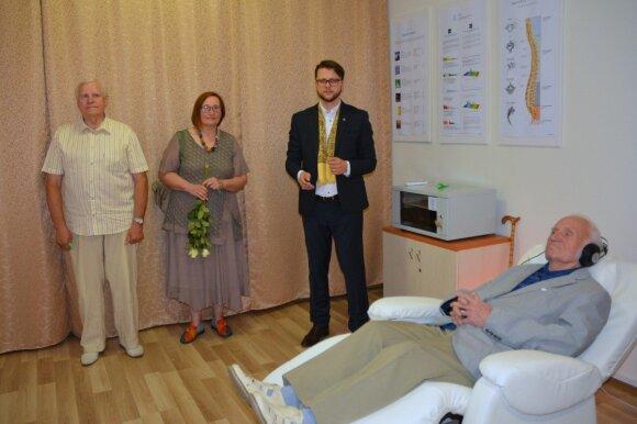 Senjorų socialinės globos namuose Vilniuje atidarytas pirmasis vibroakustinės terapijos kabinetas