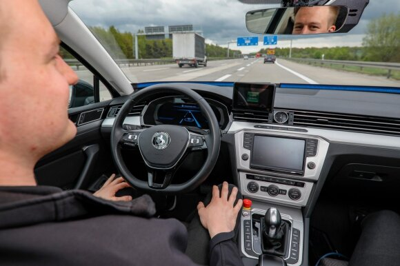 Vokietijos greitkeliuose – savivaldžių automobilių bandymai