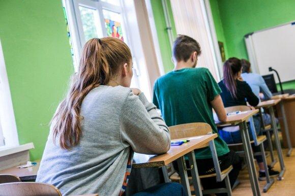 Sąmyšis mokyklose nesibaigia: šįkart į kampą spaudžiami ne mokytojai, o abiturientai