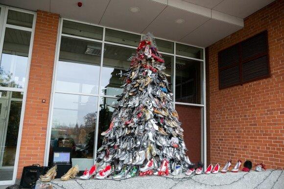 Kalėdų eglė iš batų