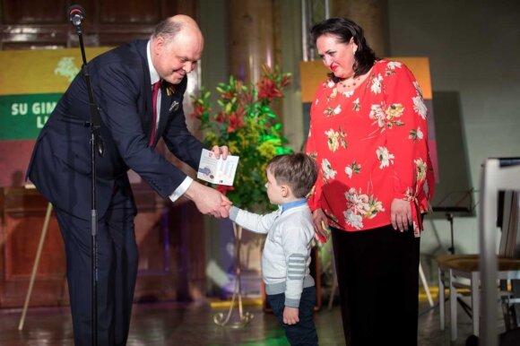 Торжественное вручение паспорта гражданину Литовской Республики правнуку  ссыльного литовца Ивану Панову