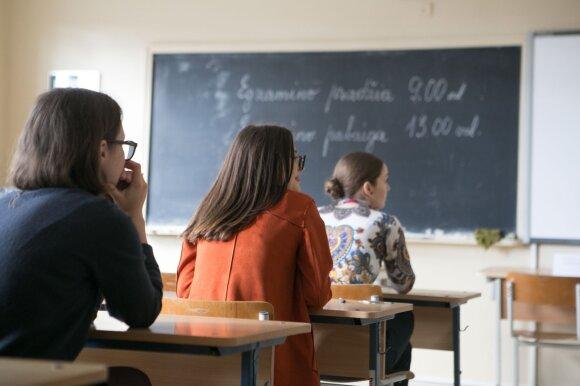 Sugriovė mitus: valstybiniai kalbų egzaminai turi baigtis 10 klasėje