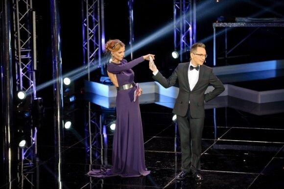 V. Skaisgirė pasipuošė nugarą apnuoginančia dizainerio Liutauro Salasevičiaus suknele.