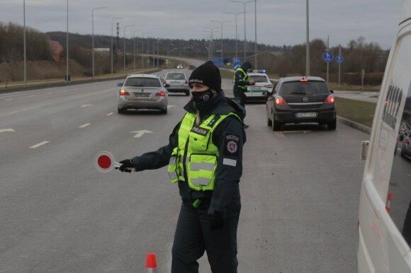 Policija tikrina išvykstančius iš Kauno
