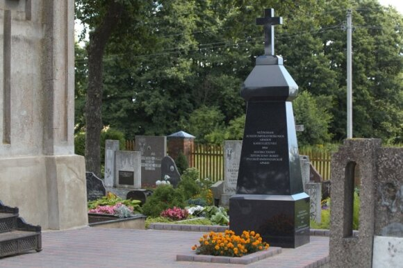 A monument to soldiers of the Russian imperial army near Marijampolė