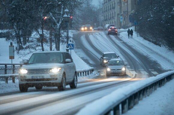 Kaip atsidaryti automobilio dureles, jeigu jos užšalo: šios priemonės tikrai padės