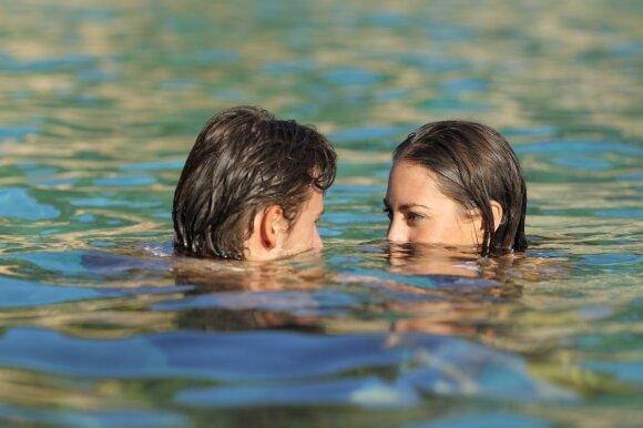 Po mokyklos baigimo pora galėjo atvirai reikšti savo meilę.