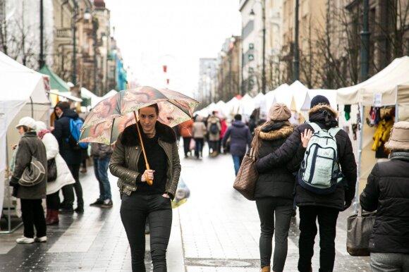 Vilniaus centre prie bankomatų nusidriekė eilės