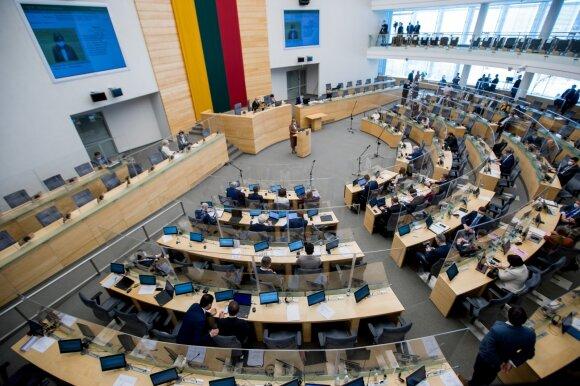 Seime – pykčiai dėl tradicinės šeimos: parlamentarai viešai lyginosi, kurio santuoka geresnė