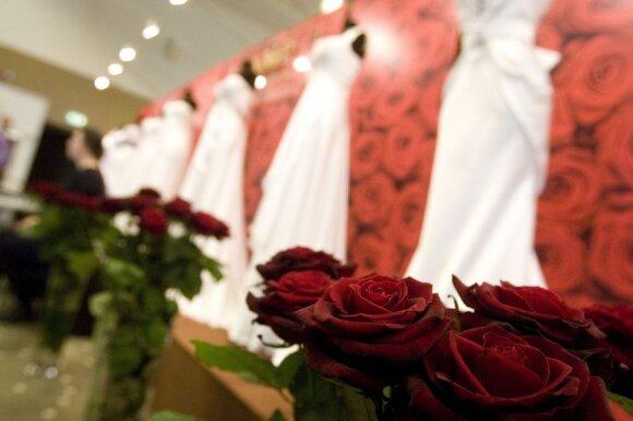 """Jubiliejinėje parodoje """"Mūsų vestuvės"""" – viešos vestuvės ir žinomi vardai"""