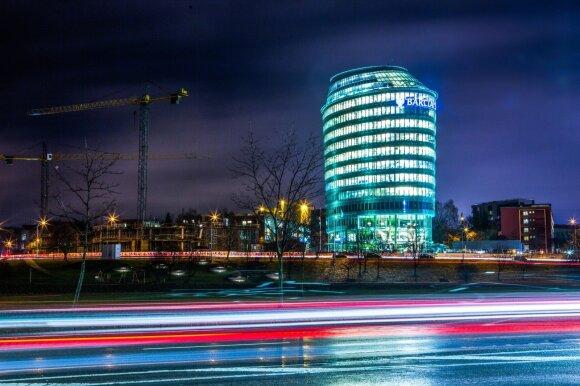 Sprigtas skubantiems išvykti iš Lietuvos: įmonių gigančių dėmesys krypsta į pasilikusius tautiečius