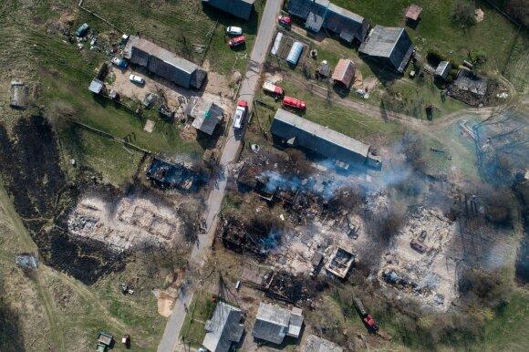 Prieš savaitgalį – ypatinga ugniagesių parengtis: darbuotojai atšaukiami iš atostogų, ruošiami specialūs automobiliai