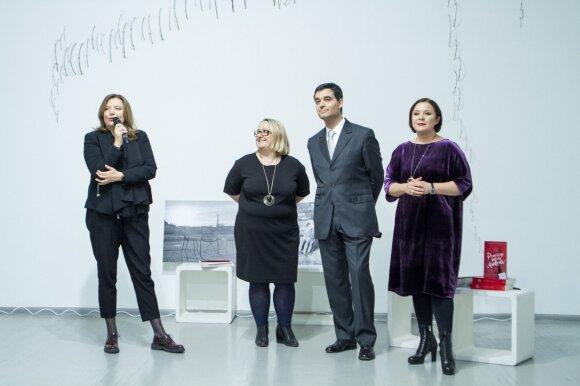 """""""Moteris"""" vyr. redaktorė Gražina Michnevičiūtė (iš kairės), vertėja Ramunė Vrubliauskienė, Prancūzijos ambasadorius Lietuvoje Philippe Jeantaud ir rašytoja Erika Umbrasaitė"""