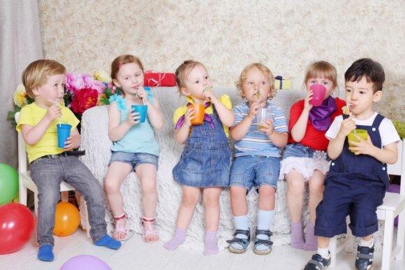 Apie sultyse esantį cukrų reikia pagalvoti, jei dažnai duodate jų gerti vaikams